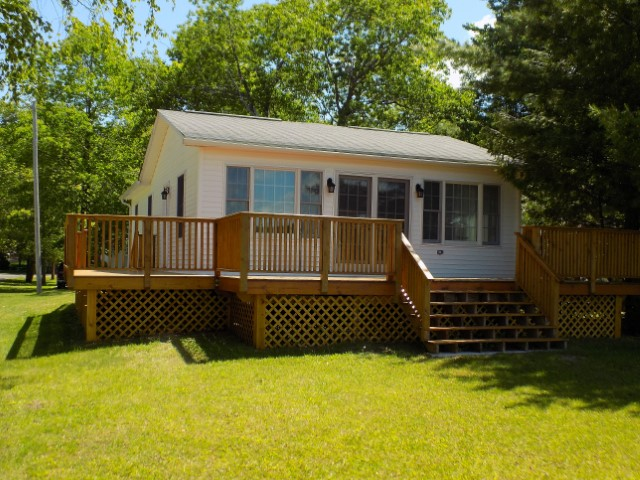 CEDAR LAKE COTTAGE WITH MANY UPDATES