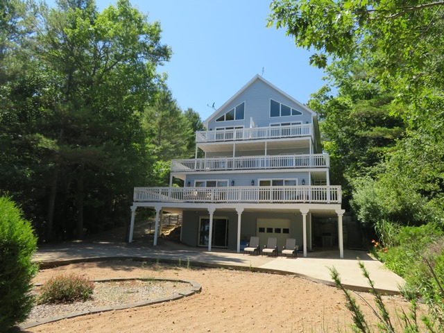 Spacious Lake Home or Inn on Lake Huron